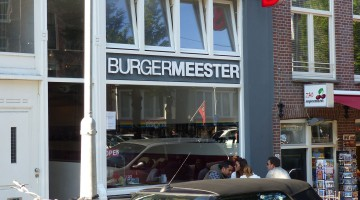 The front window of Burgermeester