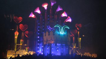 The main stage after sunset