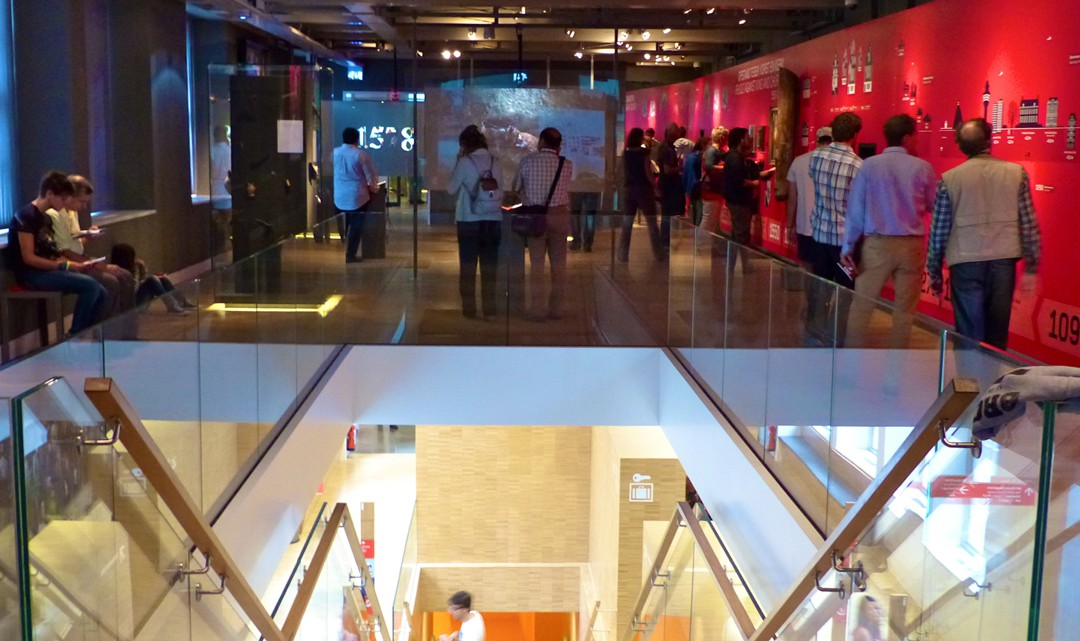 A view into the exhibition space, with on the foreground the stairs down