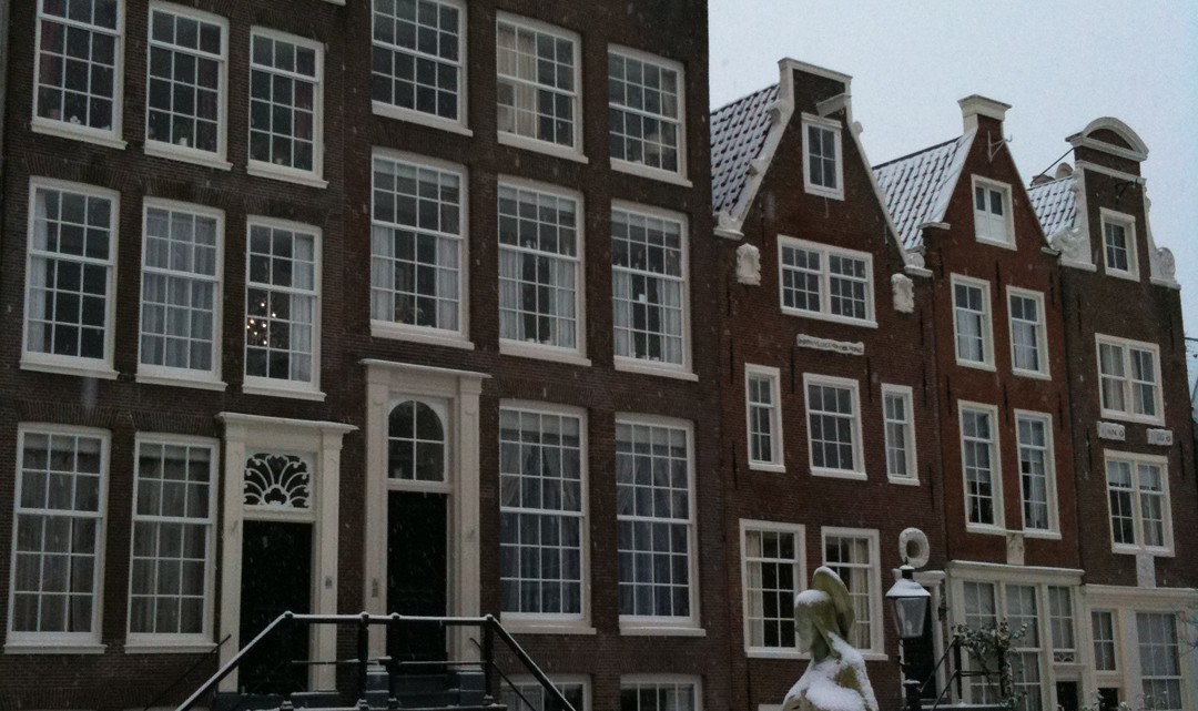 The same gable houses as in the previous photo. Now in the snow