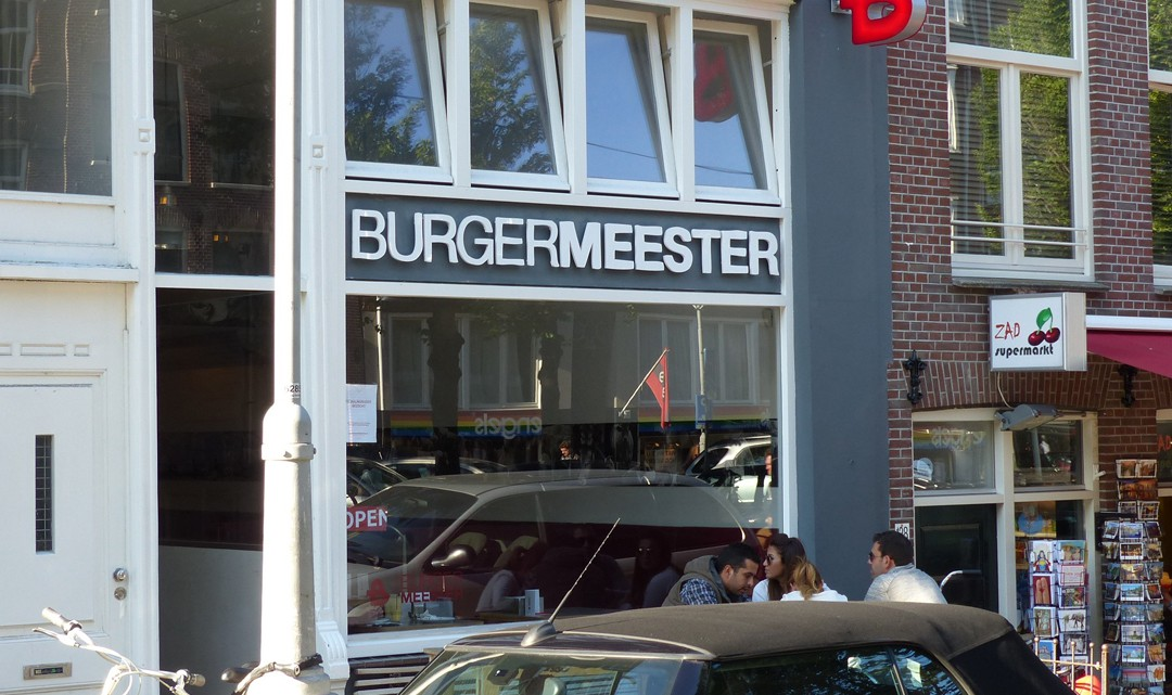 The front window of Burgermeester