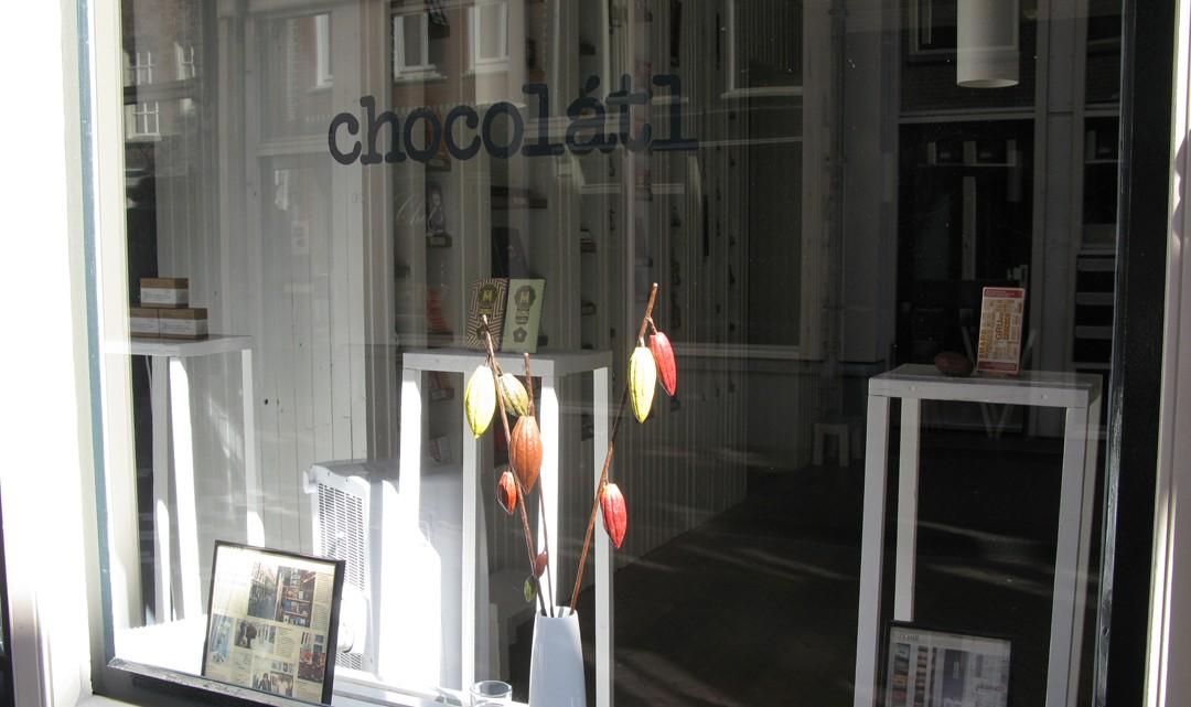 Shop window with logo of Chocolátl