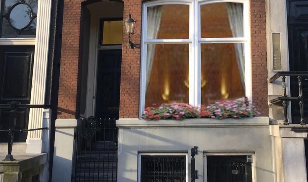 The front door of Chariot Apartment