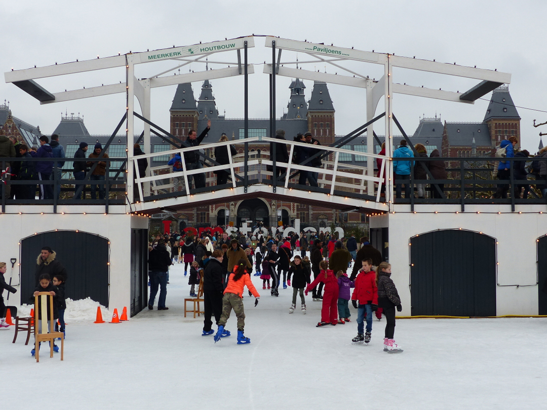 Christmas Village Ice Skating Rink.Ice Skating In Amsterdam Frozen Canals Ice Skating Rinks