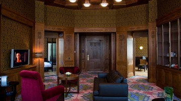 A round, Art Deco living room