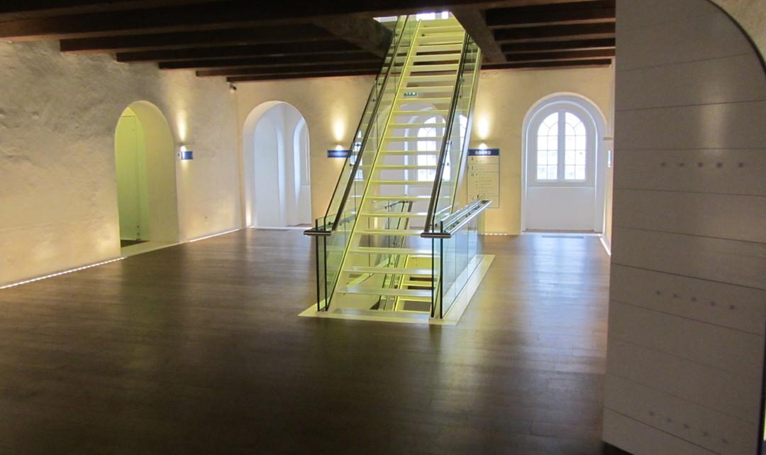 A clean cut stair in a spacious stair case/hall